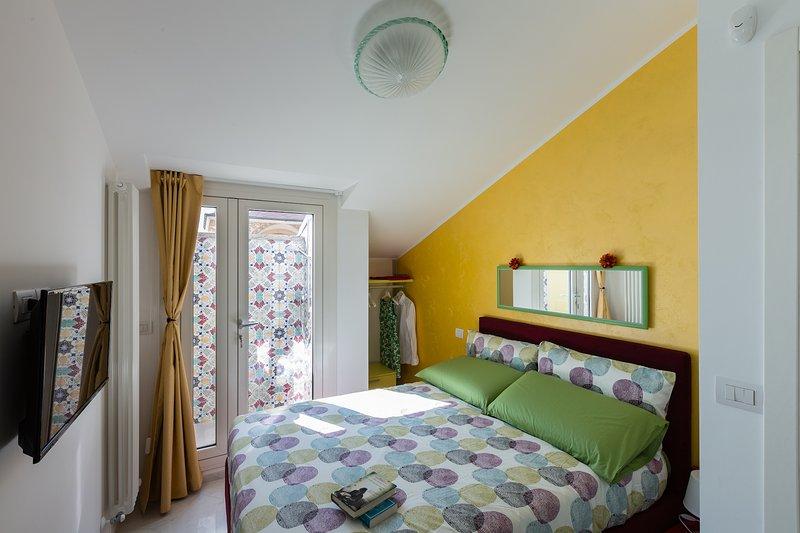 Chambre avec douche extérieure