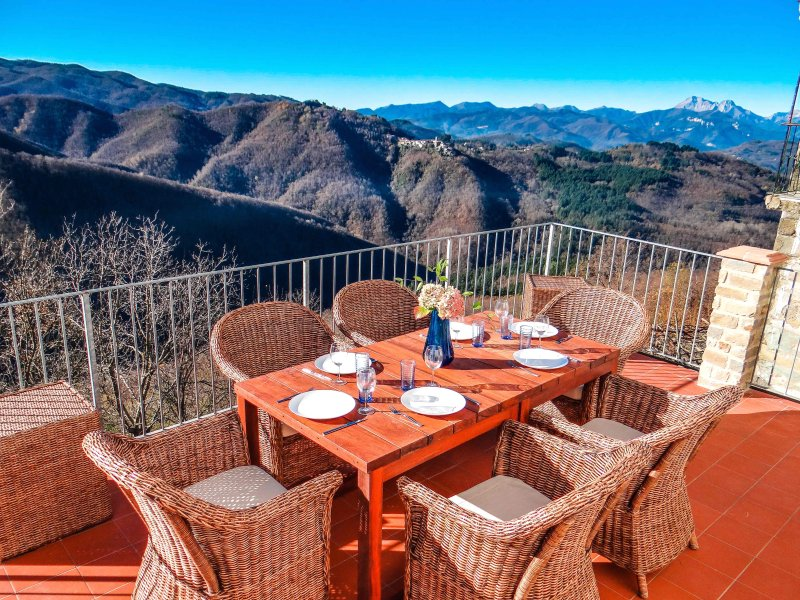A Tuscan Gem with Private Pool and Breath Taking Views, vacation rental in Benabbio