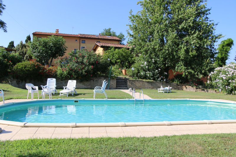 Agriturismo POGGIO AL TESORO  - Ortensie- Charming Farmhouse -  Agriturismo, holiday rental in Lavoria