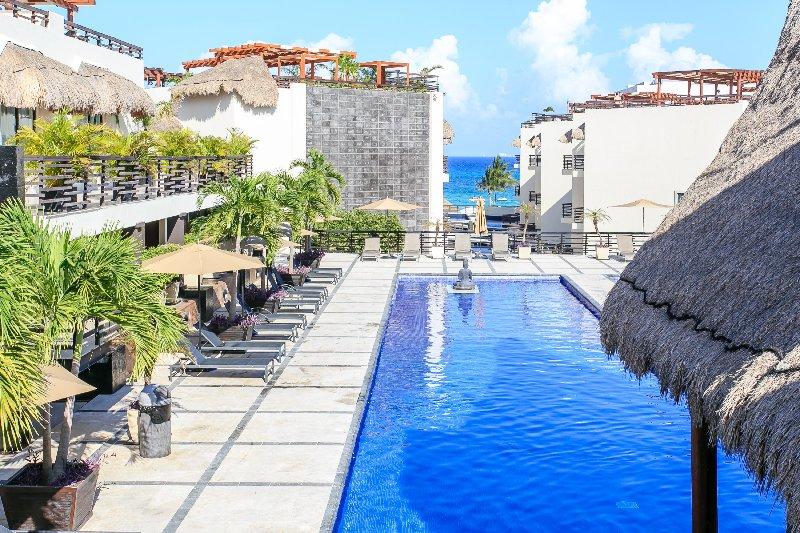 Hotel,Resort,Tree,Garden,Palm Tree