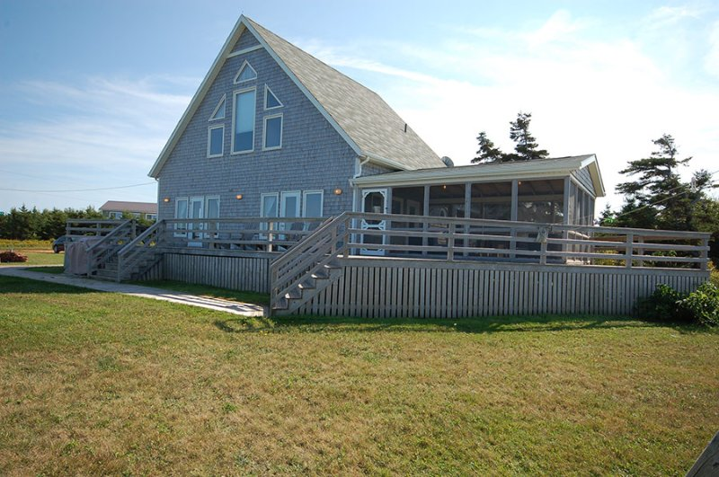 Pine Rose Beach House, vacation rental in Darnley