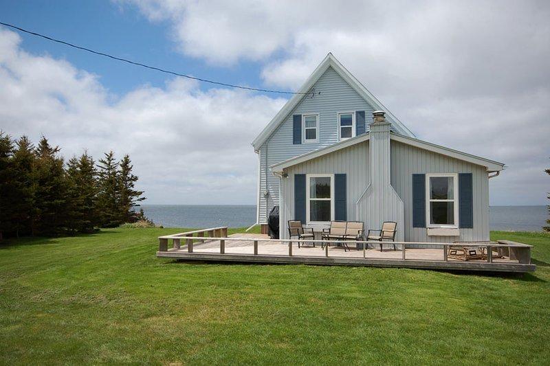 Red Leaf Beach House, vacation rental in Summerside