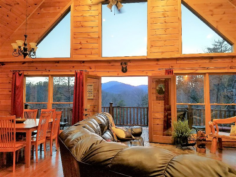 New CABIN with VIEWS in Lake Lure, holiday rental in Chimney Rock