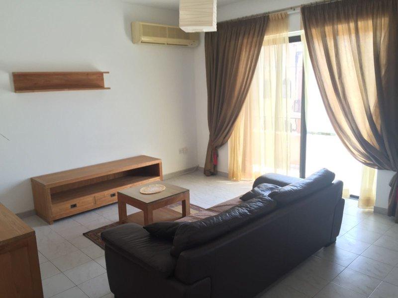 Swieqi Bright Semi-Detached Maisonette, vacation rental in Cospicua (Bormla)