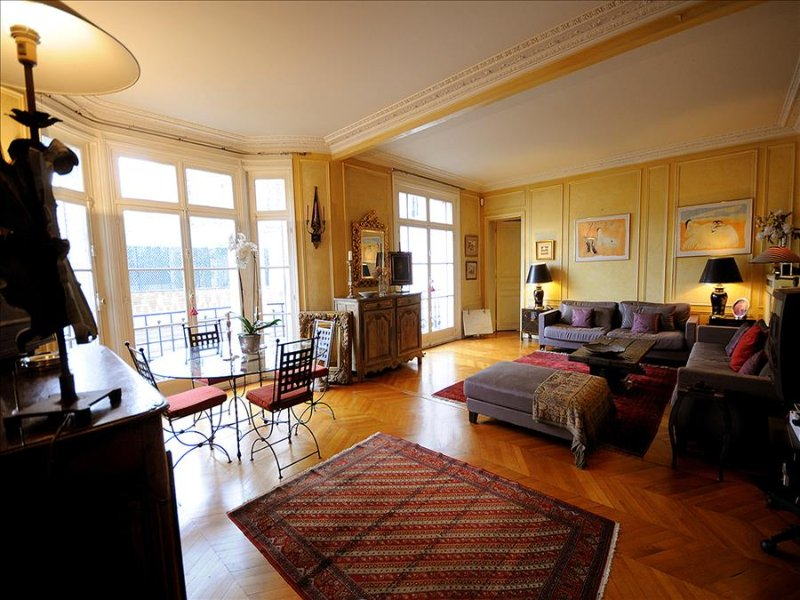 Review Of Large 2br Paris Vacation Rental At Congres Center