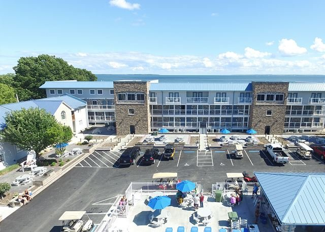 New - 4 BR Putinbay Waterfront Condo, All the Comforts of Home - 10 ppl max, vacation rental in Put in Bay