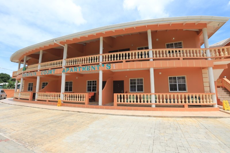 HOME AWAY FROM HOME  FAMILY  FRIENDLY PEOPLE READY   PRIVATE , SPACIOUS CLEAN, LIVING ACCOMMODATION