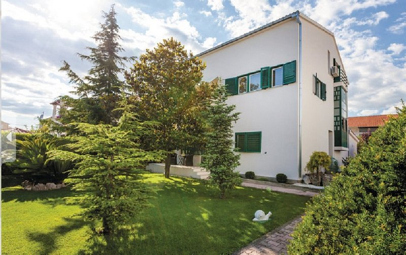 Holiday house Kuzmanic, vacation rental in Kastel Stafilic