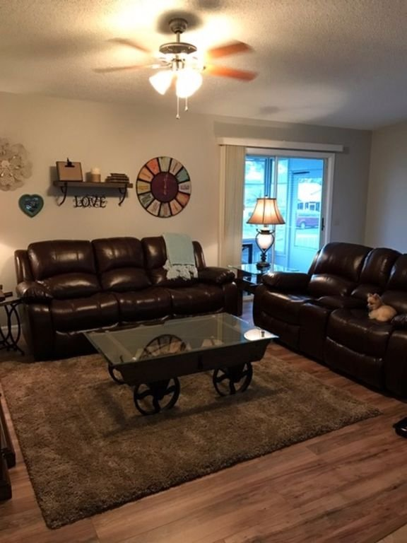 Living Room with 4 recliners, 2 manual and 2 power.
