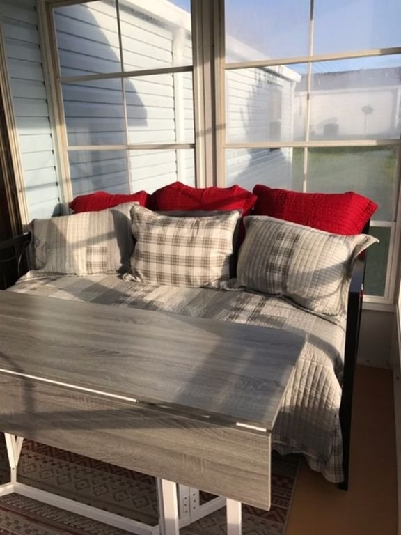 Very comfortable twin size day bed on our air-conditioned lanai for that 5th sleeping space.