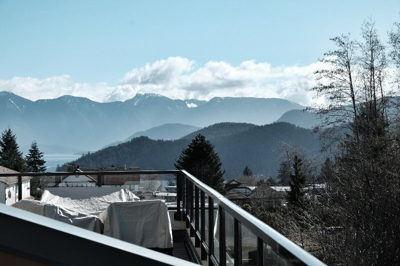 The view to the East, right into Howe Sound
