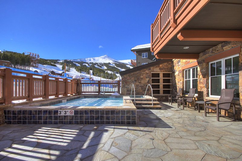 Penthouse 4 Bedroom Condo at Base of Peak 8, holiday rental in Breckenridge