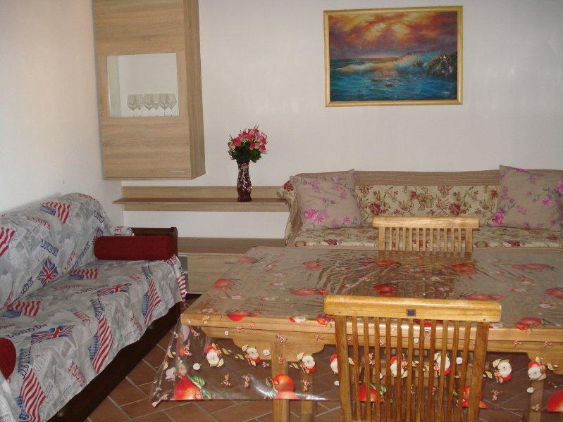 Deliziosa e Confortevole Casa Vacanza per Due Coppie o 6 persone, vacation rental in Badesi