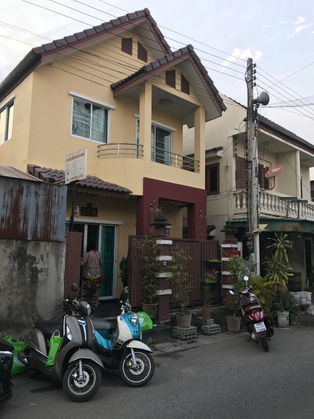 Cozy BIG Family House 4 bedroom, holiday rental in Chiang Mai