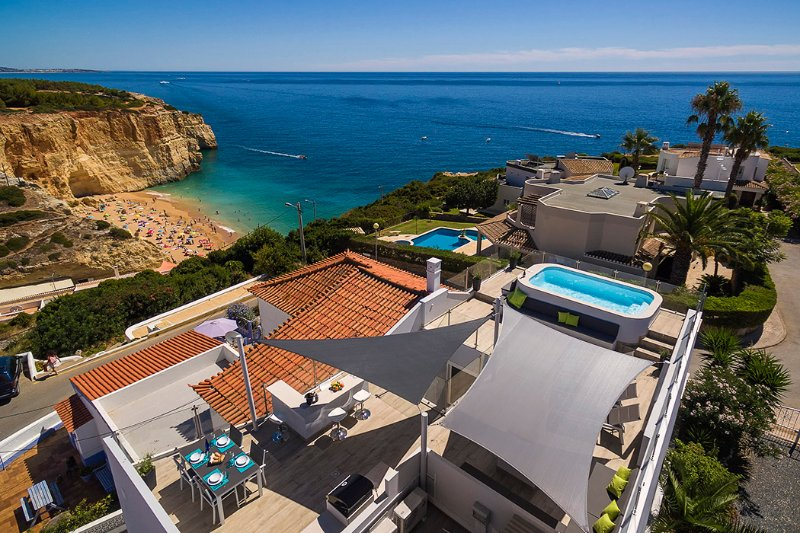Penthouse apartment with private pool with the most beautiful beach views!, holiday rental in Benagil