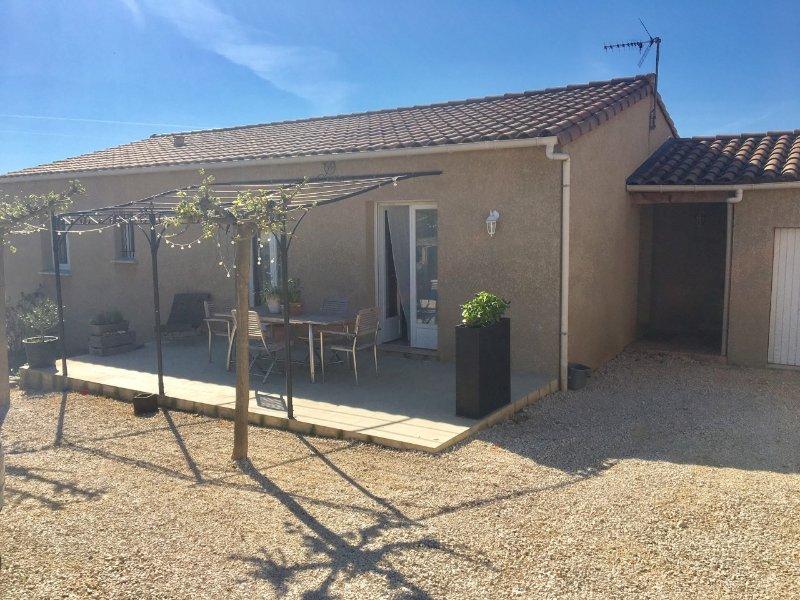 Villa de 110 m² avec jardin au calme, holiday rental in Saint-Privat-des-Vieux