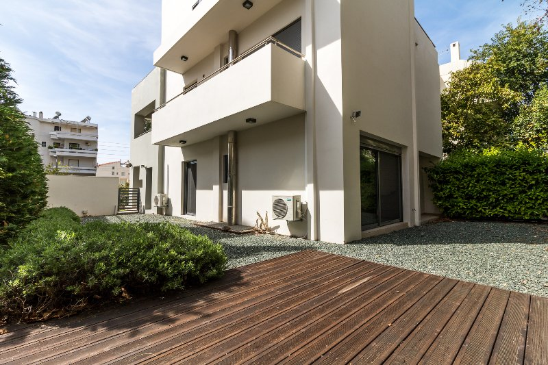 Luxury 3 Bedroom Apartment with garden in Glyfada – semesterbostad i Glyfada