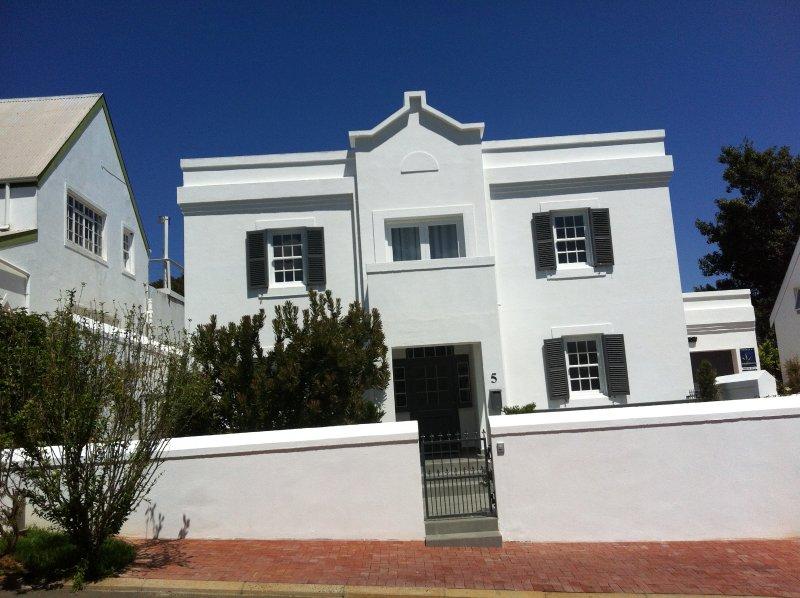 maison récemment rénovée, système de sécurité et d'accès à distance garage et parking lecteur moyen