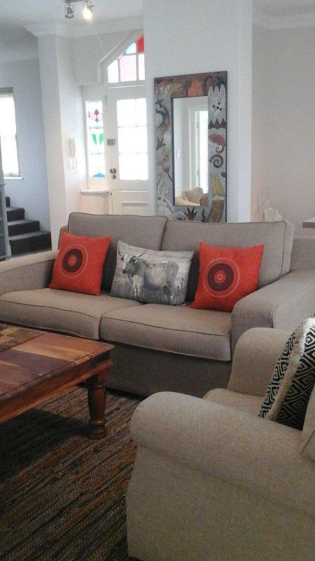 Cómoda sala de estar, con DSTV y WIFI