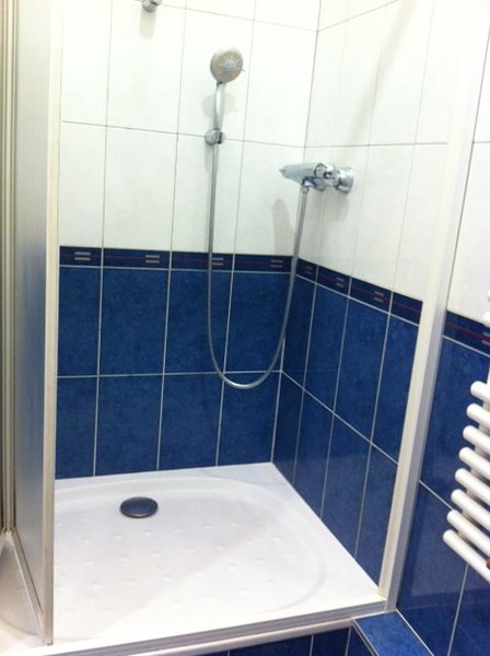 - Shower palm with two possible heights - the water temperature setting
