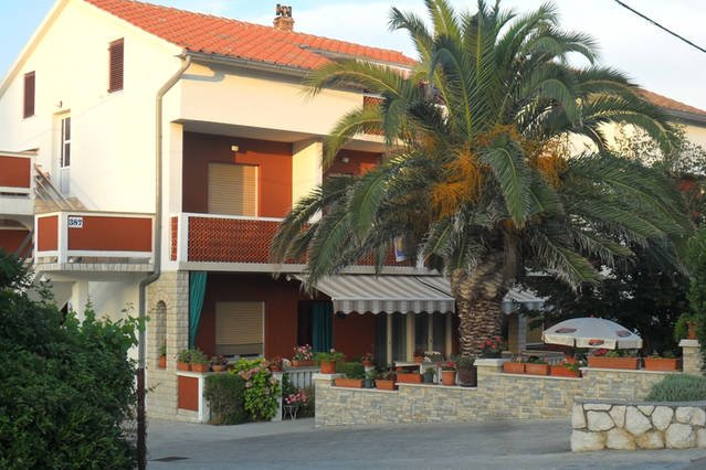 Friendly,cozy,nice home,for 4 :), location de vacances à Palit