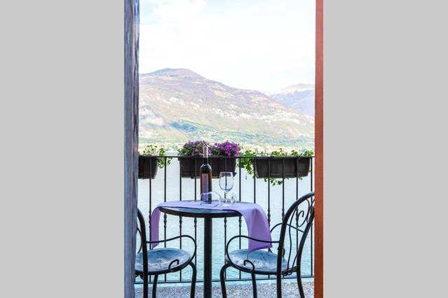 Luxury one bedroom Lake Front maisonette - Lake Como, vacation rental in Lezzeno