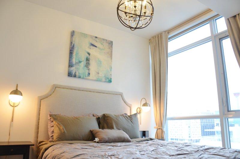 New 2 Bedrooms downtown apartment by Elbow riverfront, location de vacances à Cochrane