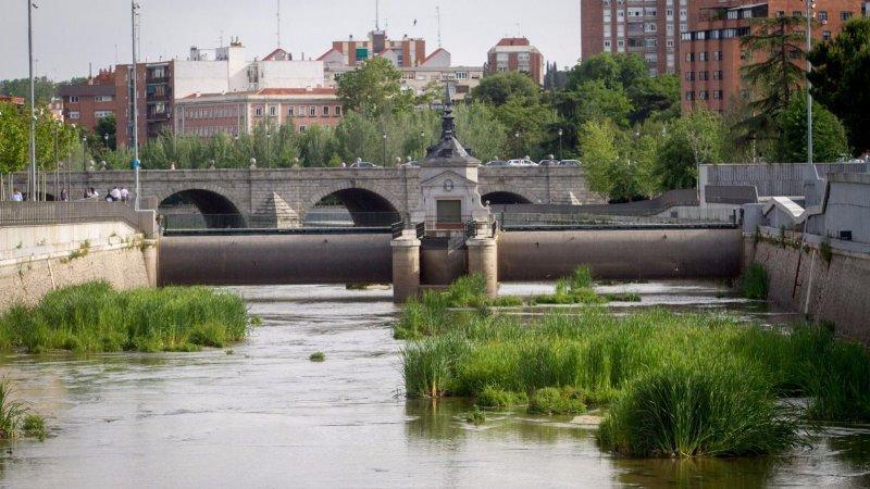 PISO 72m. MODERNO EN EL CENTRO DE MADRID DESDE 67€ NOCHE, vacation rental in Mazo