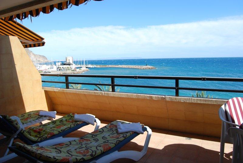 Balandro bellas vistas  primera linea en aguadulce, Ferienwohnung in Roquetas de Mar