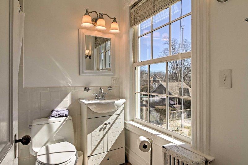 Dieses Haus verfügt über 5.5 Badezimmer für die Gäste während ihres Aufenthalts zu verwenden.