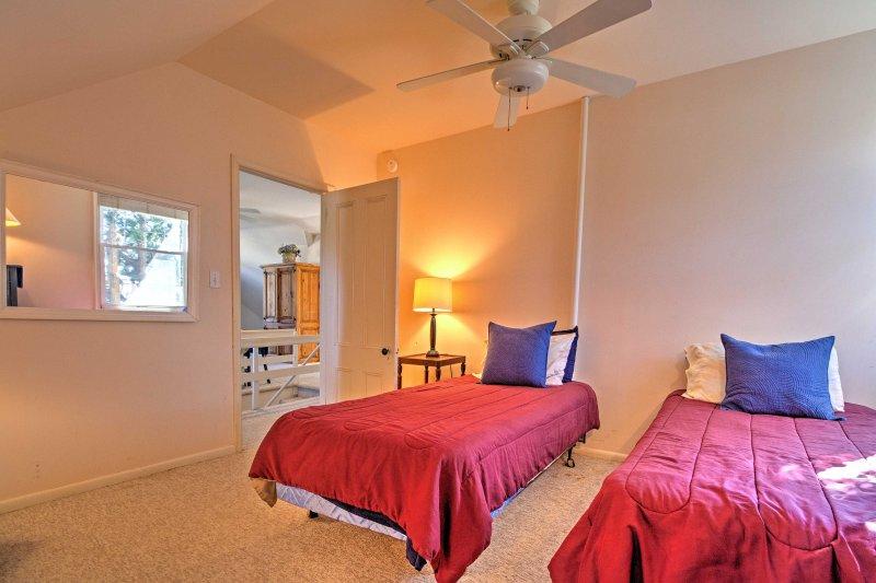 Das Schlafzimmer verfügt über 2 Twin-Size-Betten.