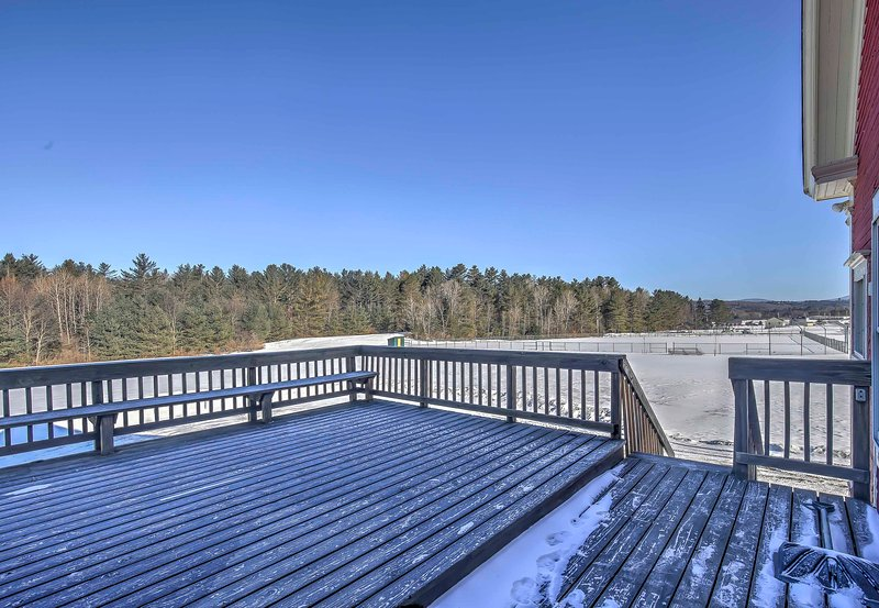 The deck is the ideal place to relax outside and enjoy the surrounding beauty.