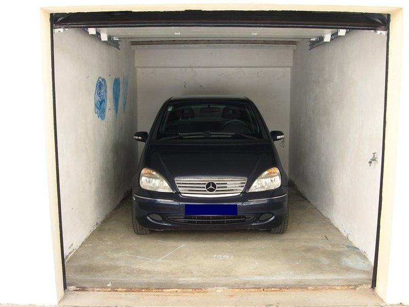 Garage (2,38 Meters x 4,72 Meters)