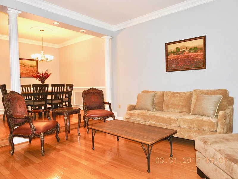 Luxury Townhouse Close To Washington DC in Tysons Corner / Vienna / Mclean, alquiler vacacional en Fairfax