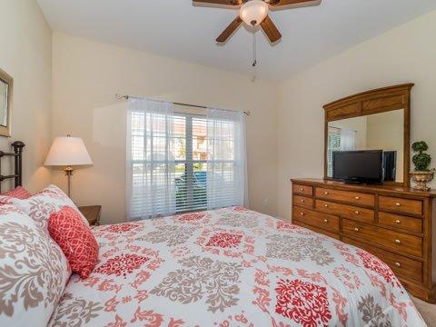 Dormitorio, Interior, Habitación, centro de entretenimiento, cama