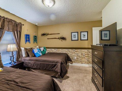 Indoors,Room,Bedroom,Furniture,Chest