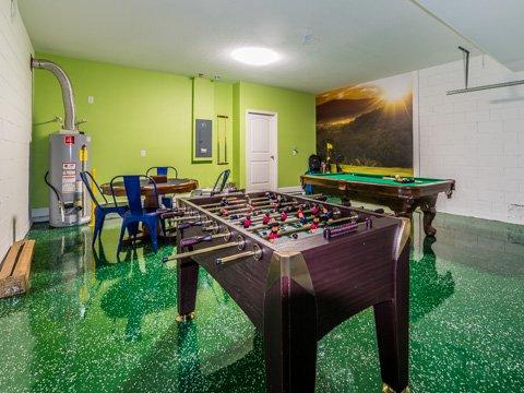 Furniture,Table,Room,Indoors,Playground
