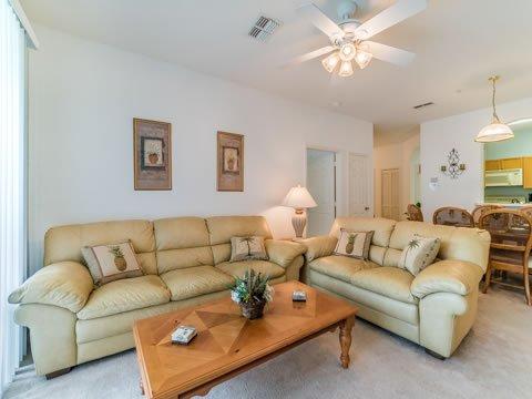 Innenaufnahme, Wohnzimmer, Zimmer, Möbel, Couch