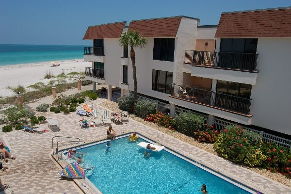 Pool, Water, Building, Balcony, Furniture