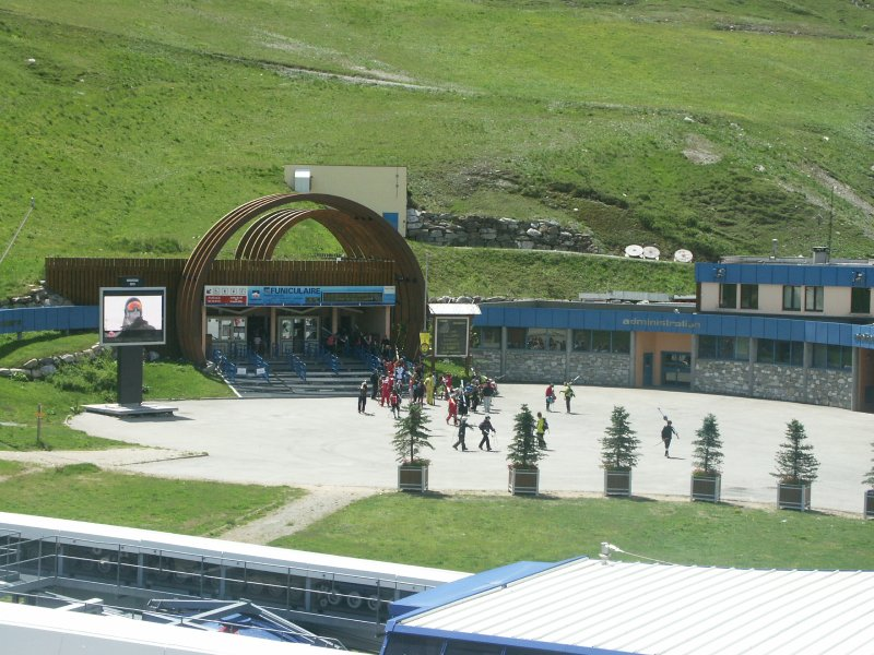 View the funicular departure for summer skiing from the balcony