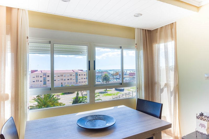 Balcony to the Sea, 100 meters from the beach, Sea views from balcony, holiday rental in Albalat dels Sorells