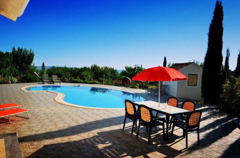 Spacious house with swimming-pool, vacation rental in Paphos