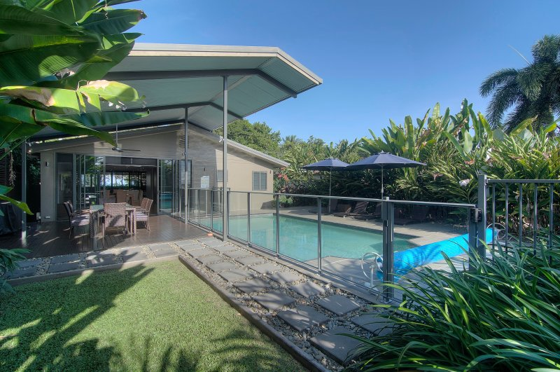 Coco Beach Villa - Tropical Beachfront Haven on the Coral Sea near Port Douglas, vacation rental in Whyanbeel
