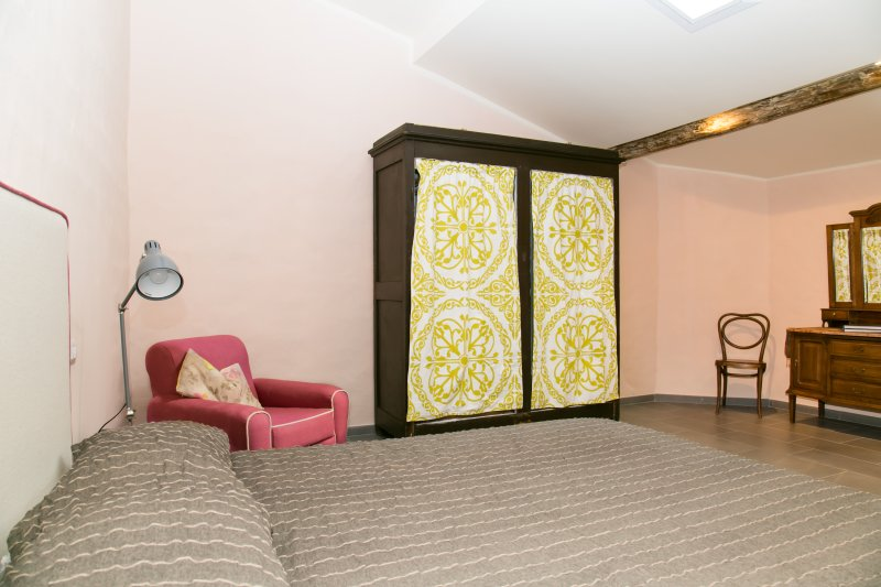 fourth bedroom (queen size bed)
