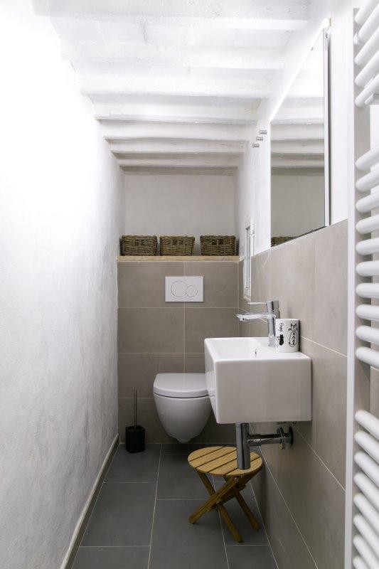third bathroom (toilette)