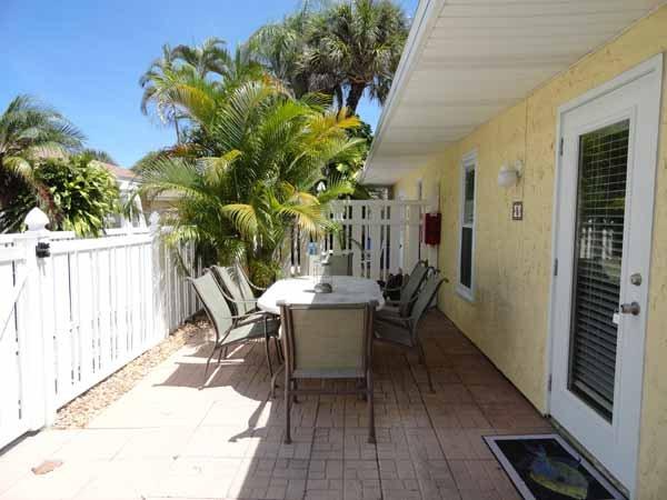 Building,Terrace,Bench,Balcony,Tropical