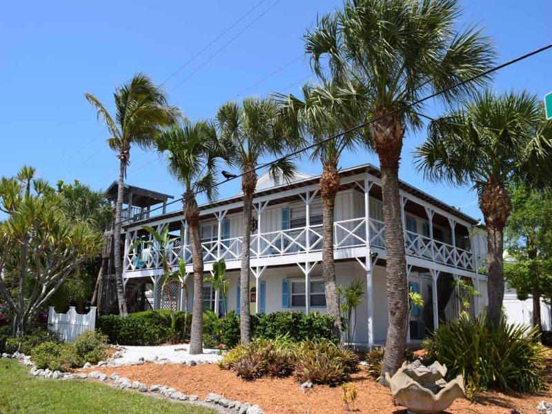 Building, Palm Tree, Tree, Yard, Cottage