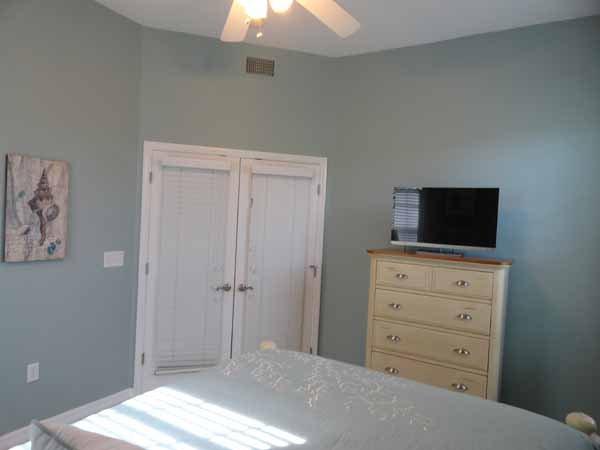 Bedroom, Indoors, Room, Furniture