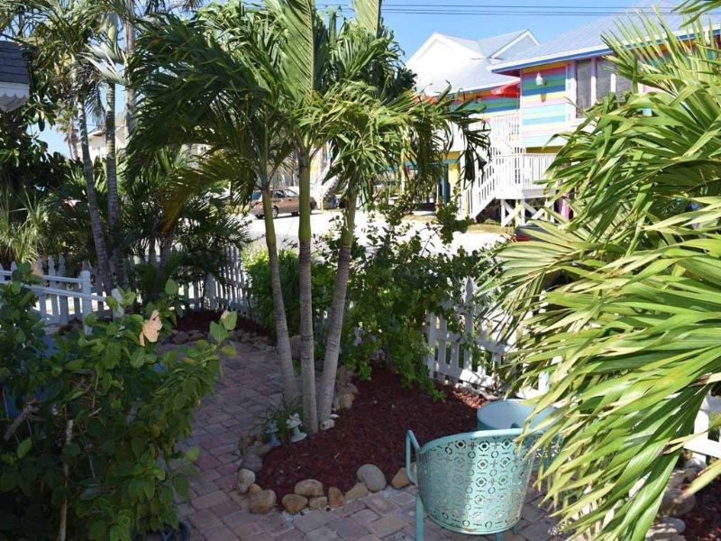 Yard, Palm Tree, Tree, Vegetation, Flower