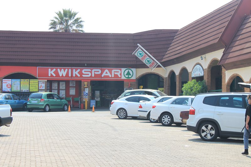 Kwikspar in complex next to Alber Lodge